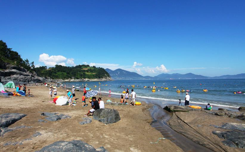 잔잔한 해변 신덕 해수욕장